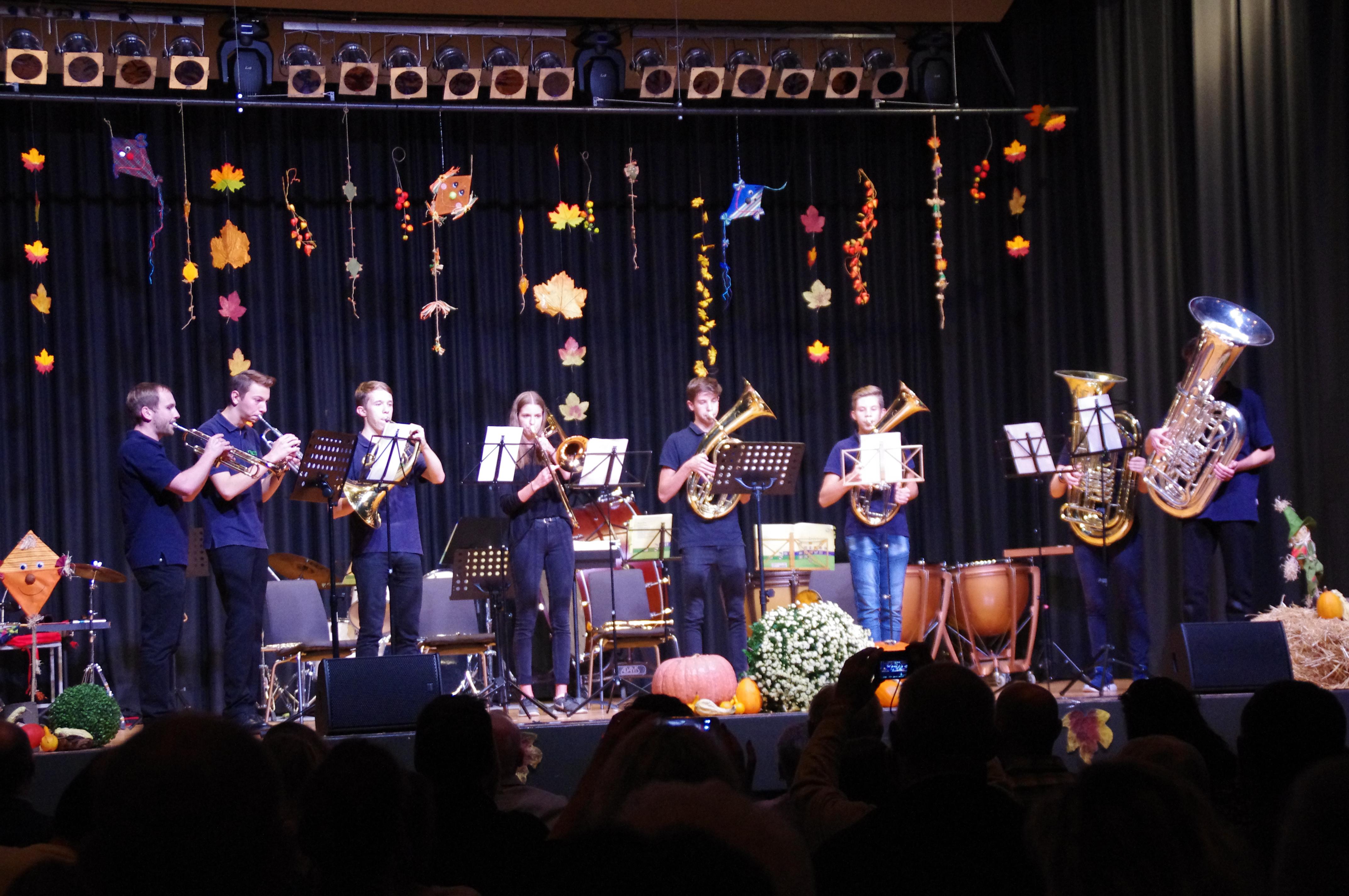 Viel Musik und Ehrungen beim Jugendherbstkonzert